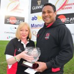 02 Vievanua Captain receives Bowl from Amanda Clenents